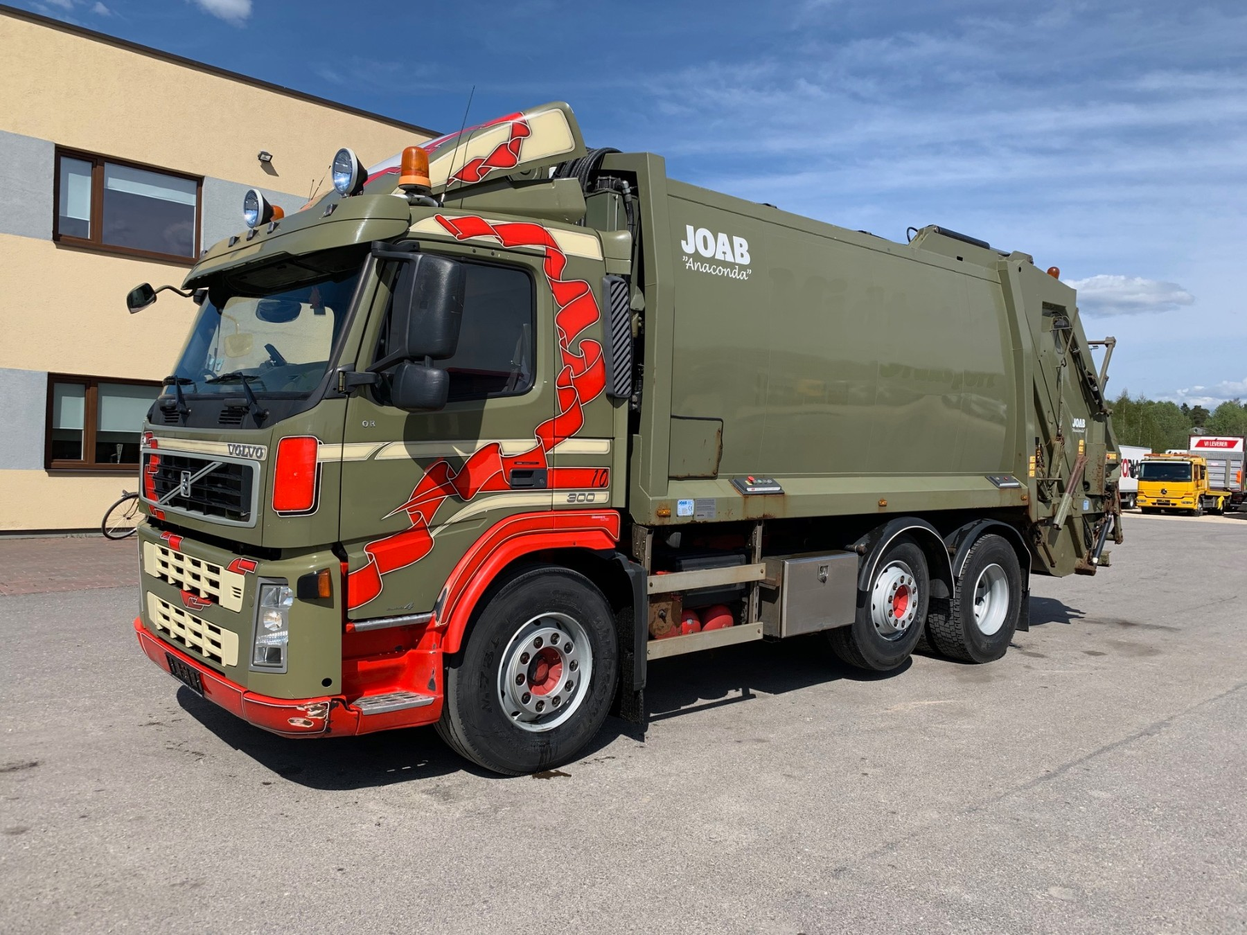 Volvo FM300 6x2+JOAB PRESS 19m3+VINCH